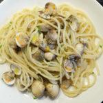 Spaghetti alle vongole sostituite: spagettia ja sydänsimpukoita lautasella
