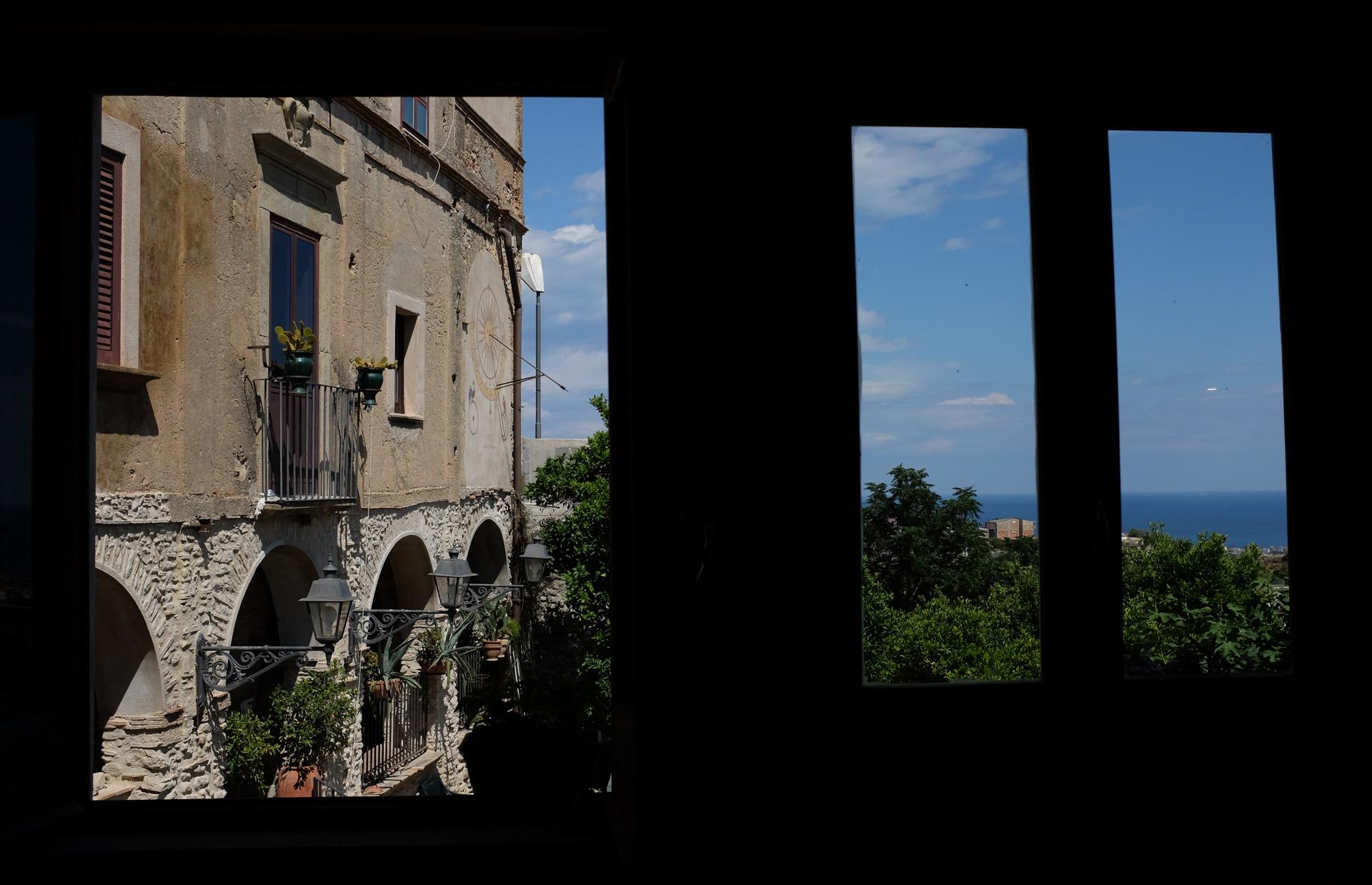 Ikkunanäkymä merelle